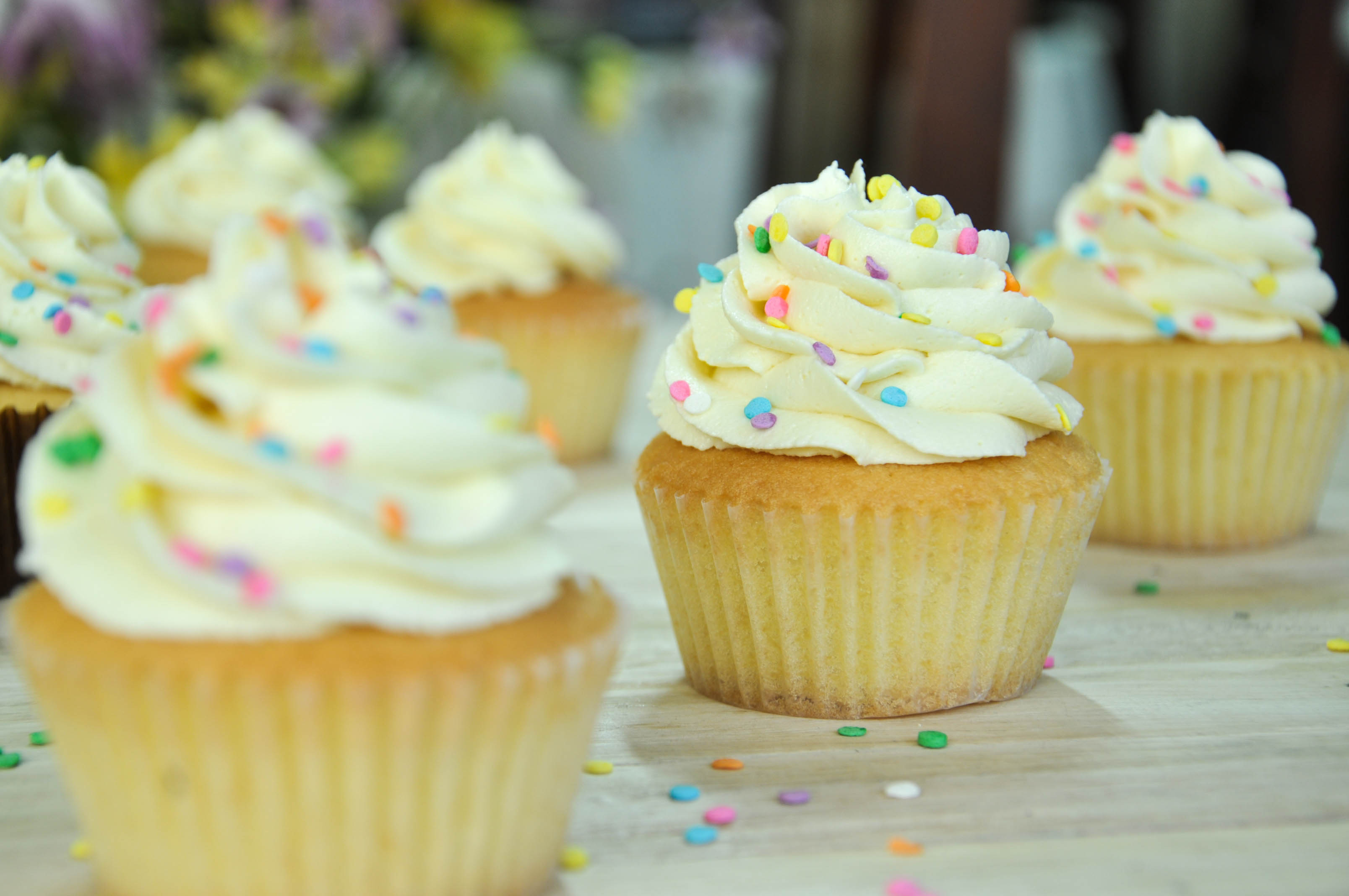 Very Vanilla Cupcakes | Kiss The Foodie